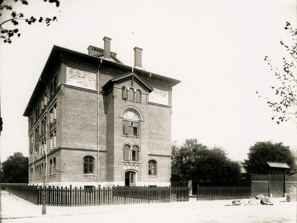 Hans Tavsens Gades Skole: Da rødderne gik i skole på dødningeknogler