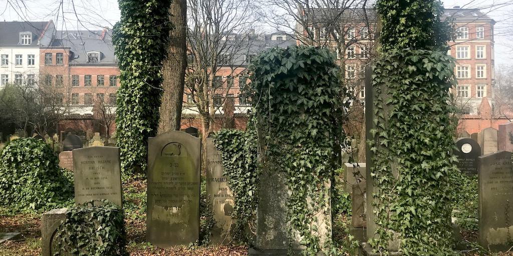 Den mosaiske kirkegård: Nyd den historiske fred i Møllegade