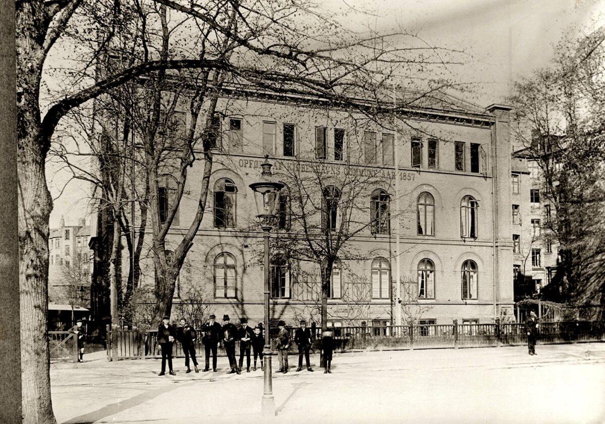 Nørre Allé Skole: Da skolen fik vokseværk, og Poul Reichhardt var elev