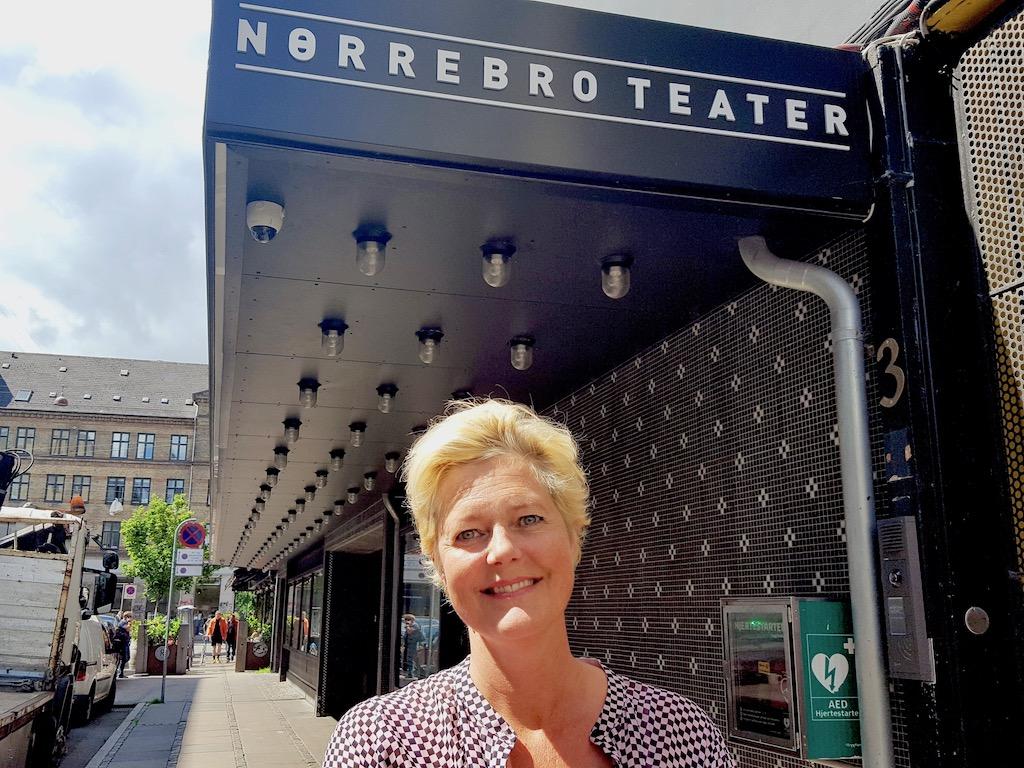 Nørrebro Teater giver direktøren en tur mere i kulissen