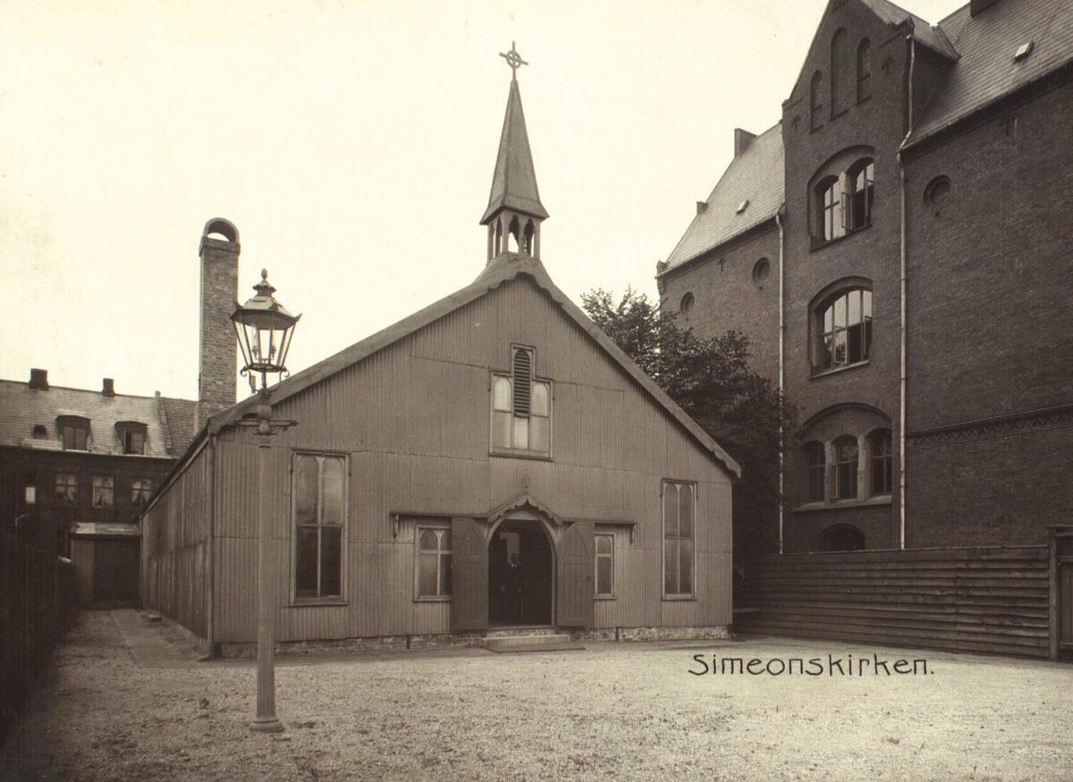 Simeons Kirke: fra beskeden jernkirke til royalt tilløbsstykke