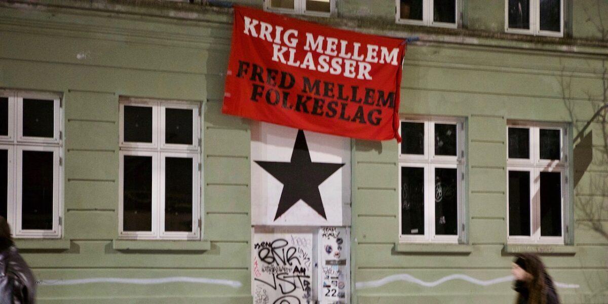 Dømt for bilbrande i Baldersgade bor i gadens kollektiv