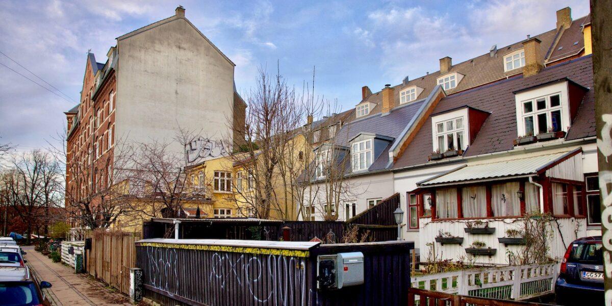 Politikere præsenterer plan for at redde byhusene på Bjelkes Allé