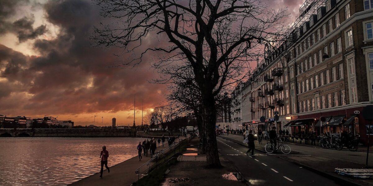 Poesiens dag: Nyd Nørrebro-digt om Søerne fra før coronaens tid
