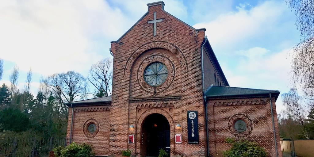 Kulturcentret Assistens lukker efter 25 år – kapellets skæbne uvis