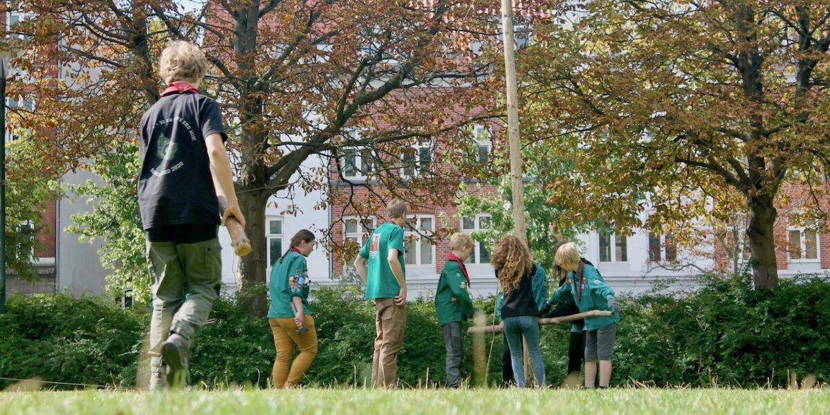 Gang i udelivet: Nu kan bydelens børn gå til fodbold og spejder igen