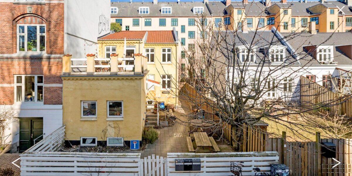 Det gule byhus på Bjelkes Allé sat til salg i usædvanlig boligannonce